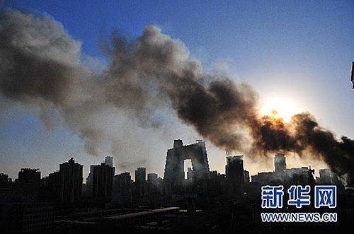 实拍:北京央视新址附近起火 现场浓烟滚滚(高清组图)