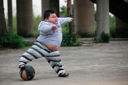 组图:4岁小胖墩体重超120斤 成功减肥成最大心