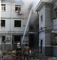 组图:北京一栋民楼爆炸 3层楼全部坍塌