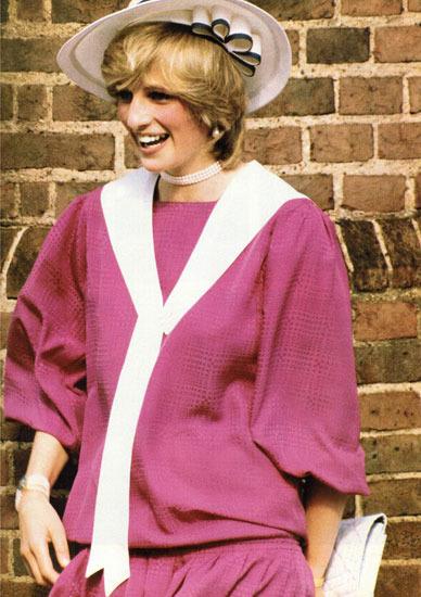 毕竟在30年前,这位王子的母亲前威尔斯王妃戴安娜曾经在全球面前上演