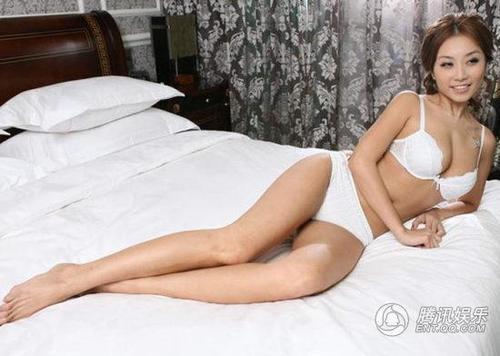 组图:《3d肉蒲团》女主角雷凯欣拍大尺度写真