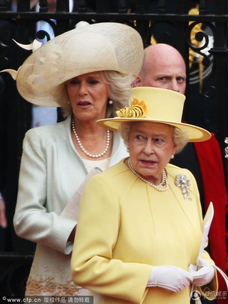 高清 伊丽莎白 移驾 白金汉宫 查尔斯显神气