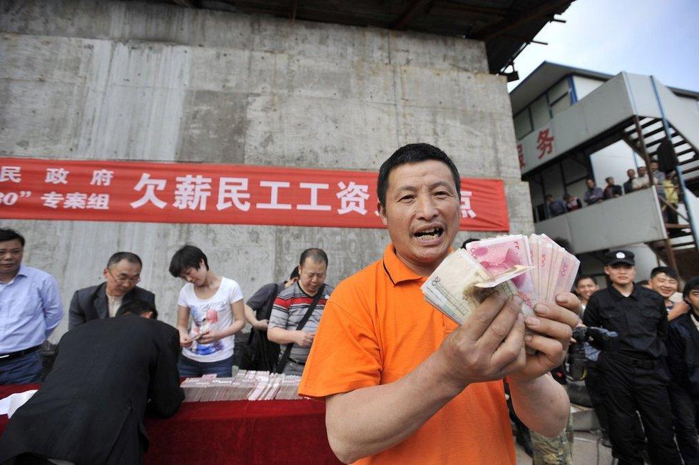 高清:2011年那个时候,重庆出动特警为农民工讨薪