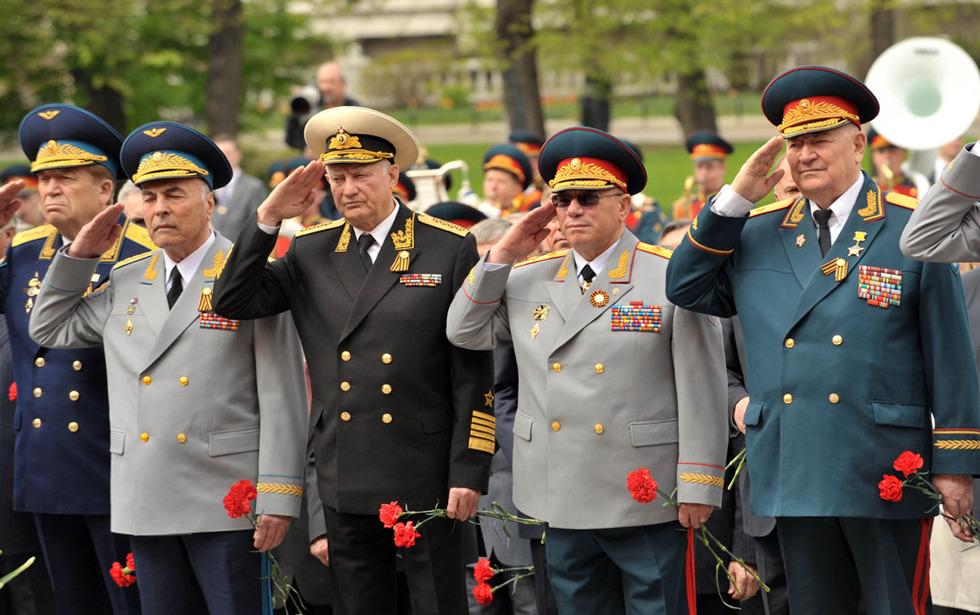 俄罗斯在首都莫斯科举行纪念卫国战争66周年献花仪式