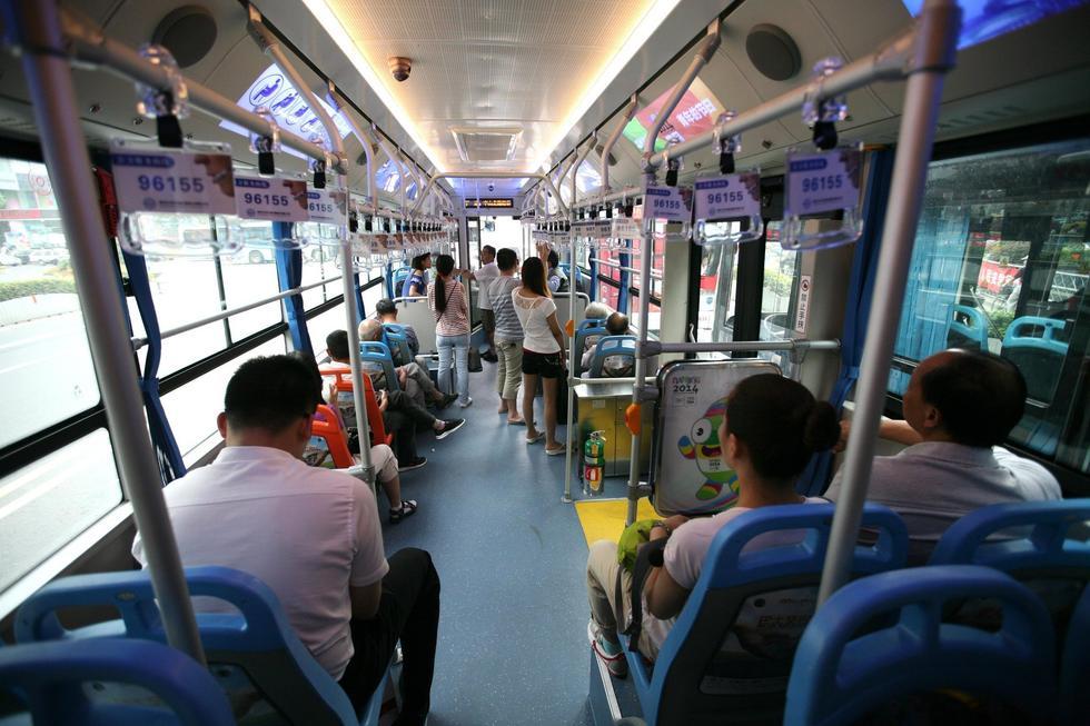 """南京街头现""""巨无霸""""公交车 车身长18米2014.7.28 - fpdlgswmx - fpdlgswmx的博客"""
