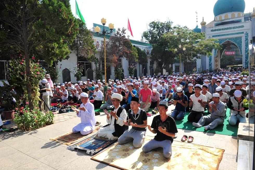 中国多地穆斯林群众参加开斋节聚礼图片