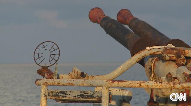 """仁爱礁""""坐滩""""菲舰士兵靠捕鱼为生 - 海风 - 海风的博客"""