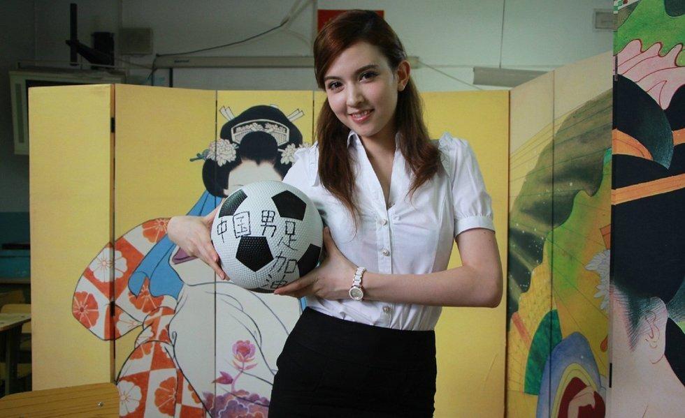 女优泷泽萝拉化身台球宝贝 性感身材吸睛图
