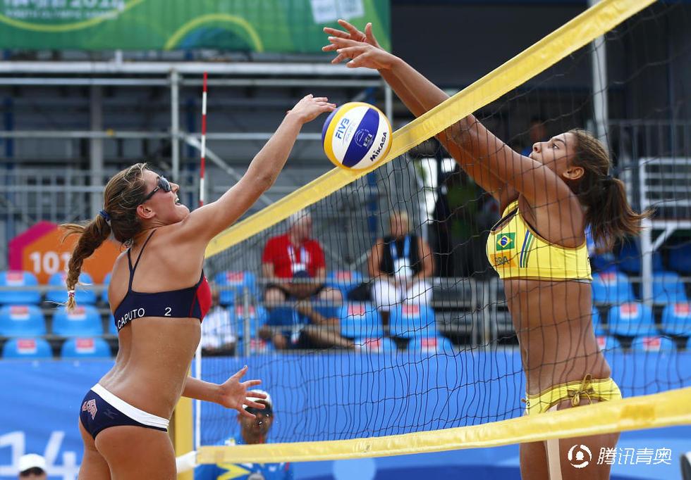 组图 沙滩排球女子小组赛 美国0比2不敌巴西 高清图片