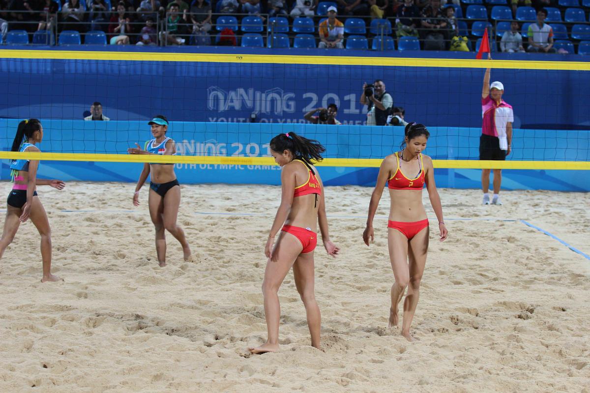 排球女子小组赛e组的比赛中,中国队组合以0比2不敌印度尼西亚高清图片