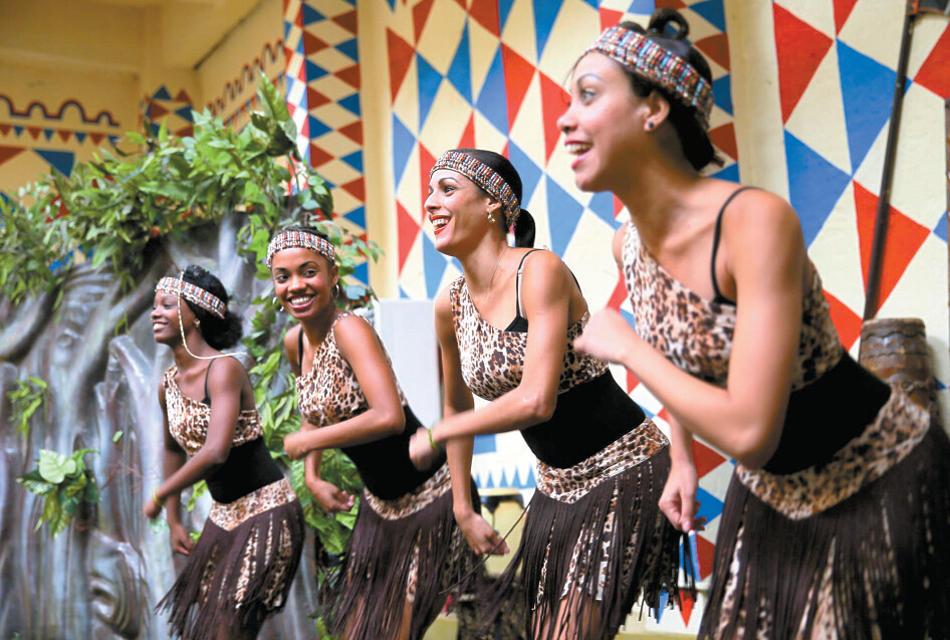 此次来深的共有八名古巴美女