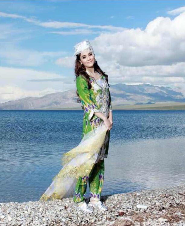 西域美女:爱祖国,爱新疆
