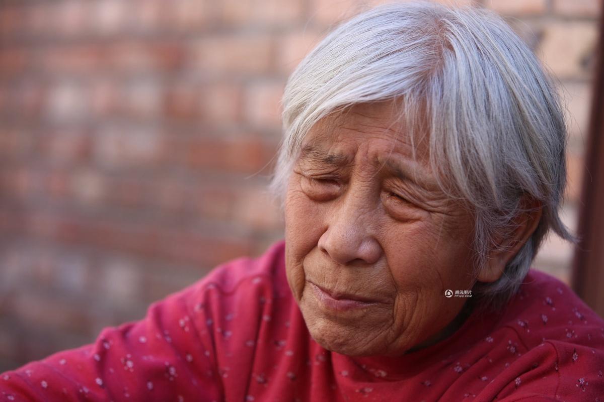 北京八旬老太睡胡同公厕 有3个女儿