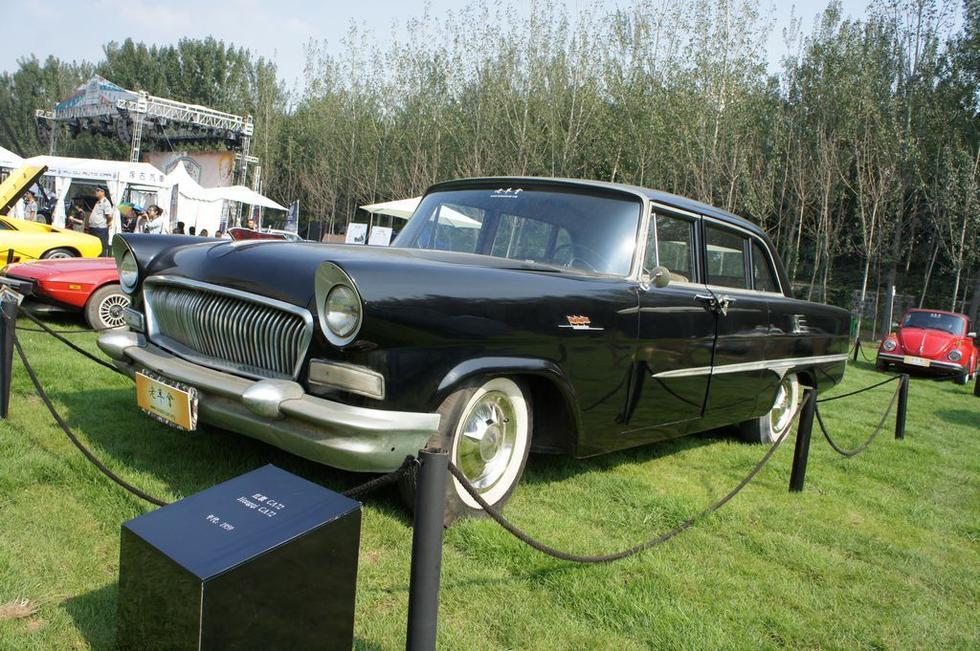 1959年红旗CA72:1959年,红旗轿车正式定型投产,生产型号CA72,高清图片