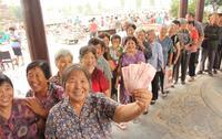 河北民企老板中秋掏80万给村民发福利 - 草根花农 - 得之淡然、失之泰然、顺其自然、争其必然