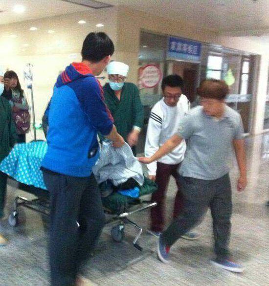 23日,沈阳市铁西区雨田实验中学,一名14岁的初中生持刀捅伤31岁图片