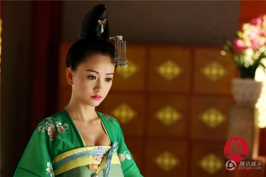 杨蓉领衔 美人制造 明艳清丽造型百变