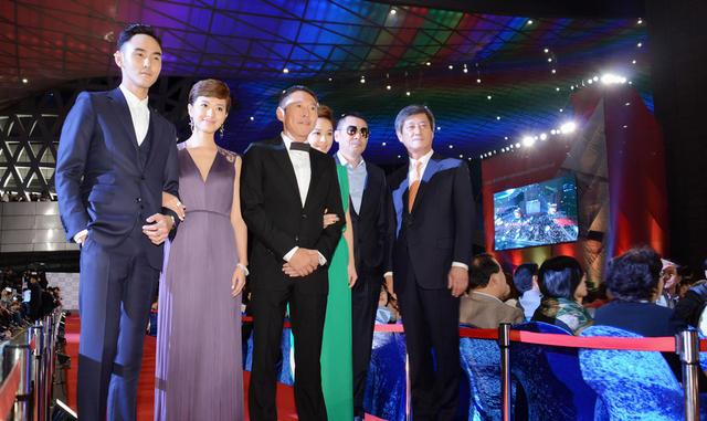 腾讯娱乐讯昨晚,电影《军中乐园》作为第19届釜山电影节开幕影片与图片