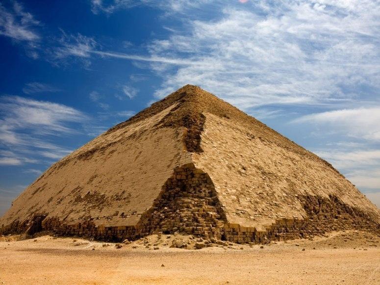 弯曲金字塔 埃及代赫舒尔  该金字塔建于法老萨弗罗统治时期(公元前图片