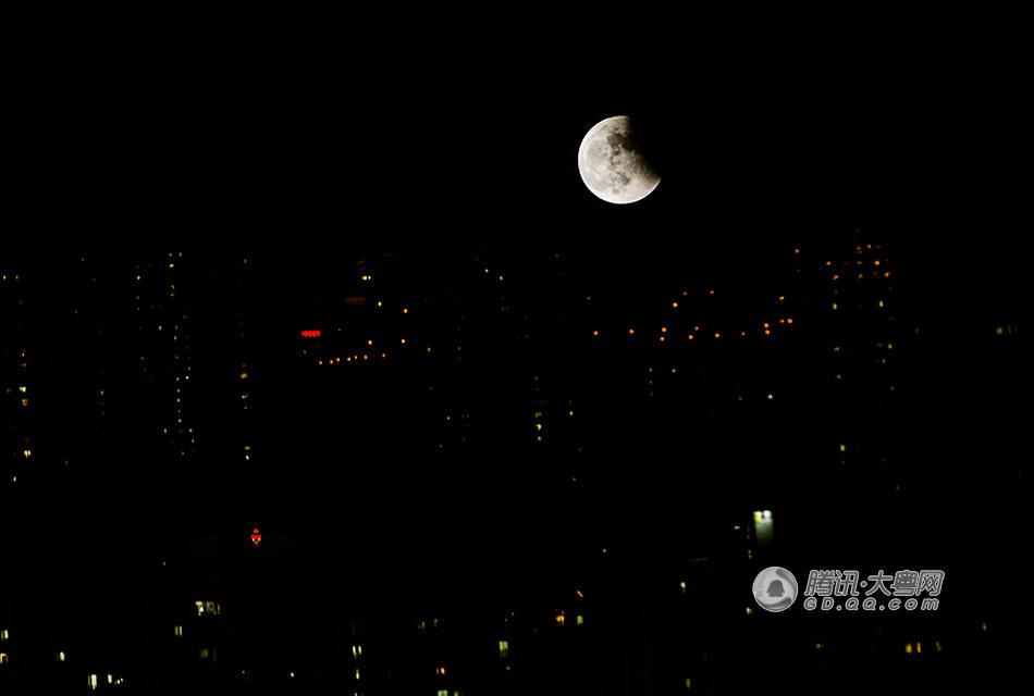 """实拍广州""""红月亮"""""""