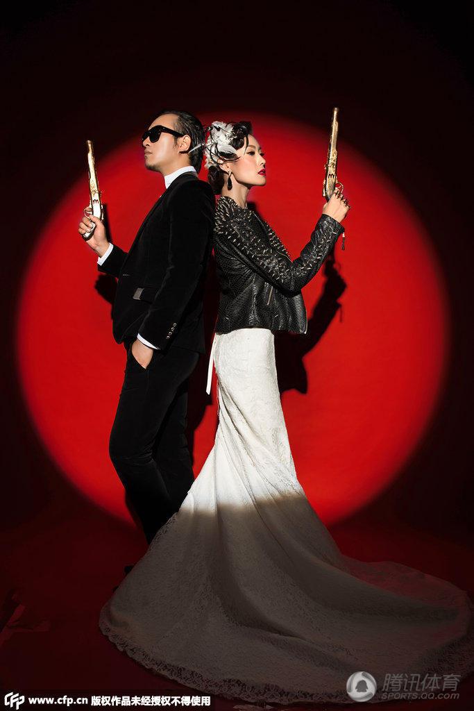 中国钢管舞第一人婚纱照 演绎唯美爱情
