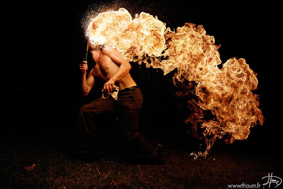 异世界的火焰之舞【自从普罗米修斯把火带到人间以来,人们总是带着敬畏又崇拜的态度来对待这一恩赐。】 - 过客 - 过客