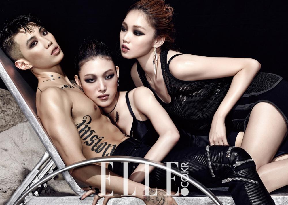 赤膊拥美女秀腹肌 中国品牌服装网