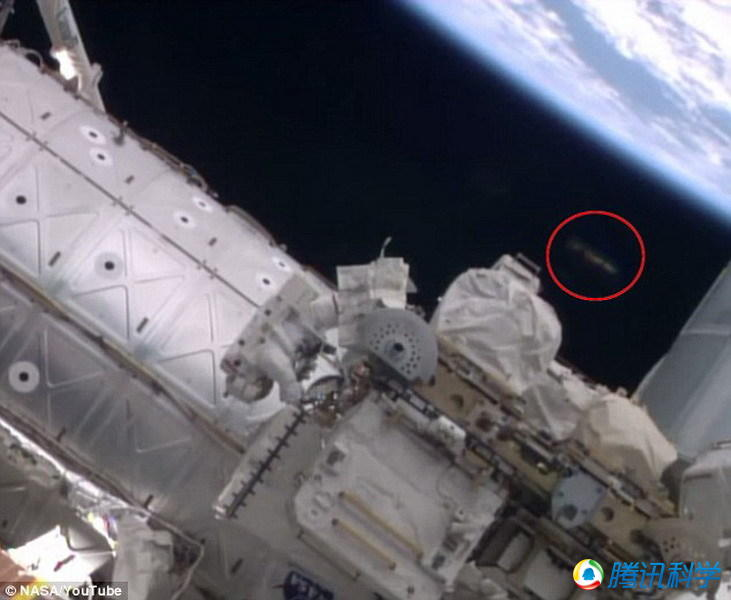 """宇航员拍摄到神秘UFO""""监视""""空间站? UFO结构清晰"""