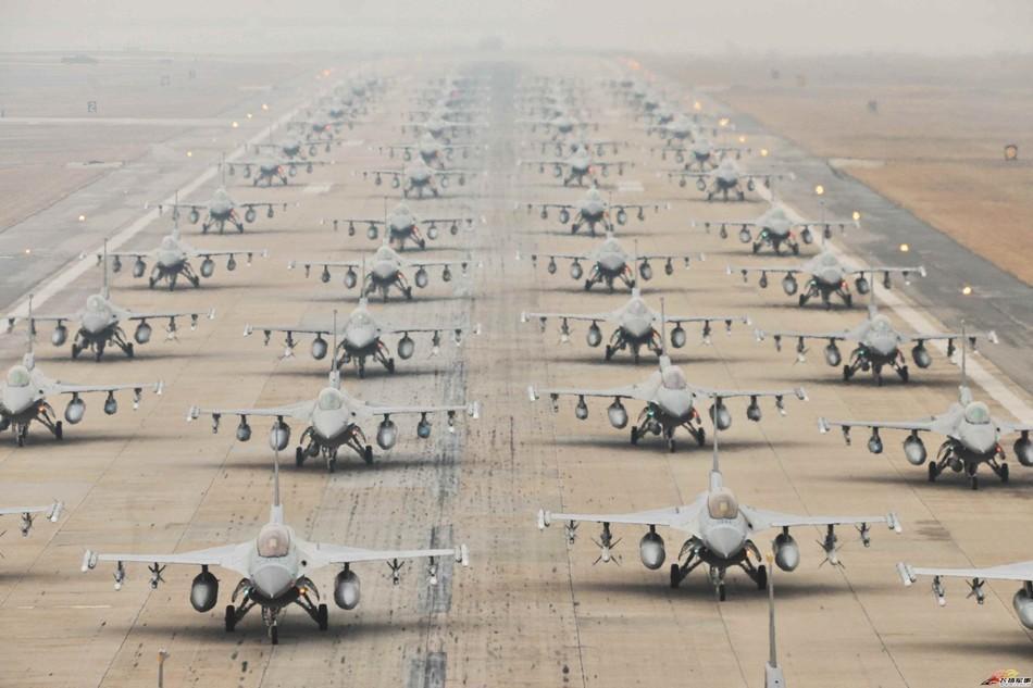 美国F16机群