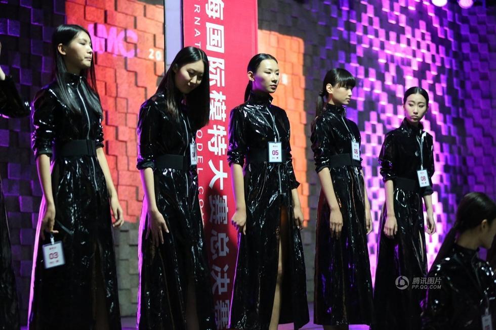 国际模特大赛彩排 美女玩脱衣秀身材