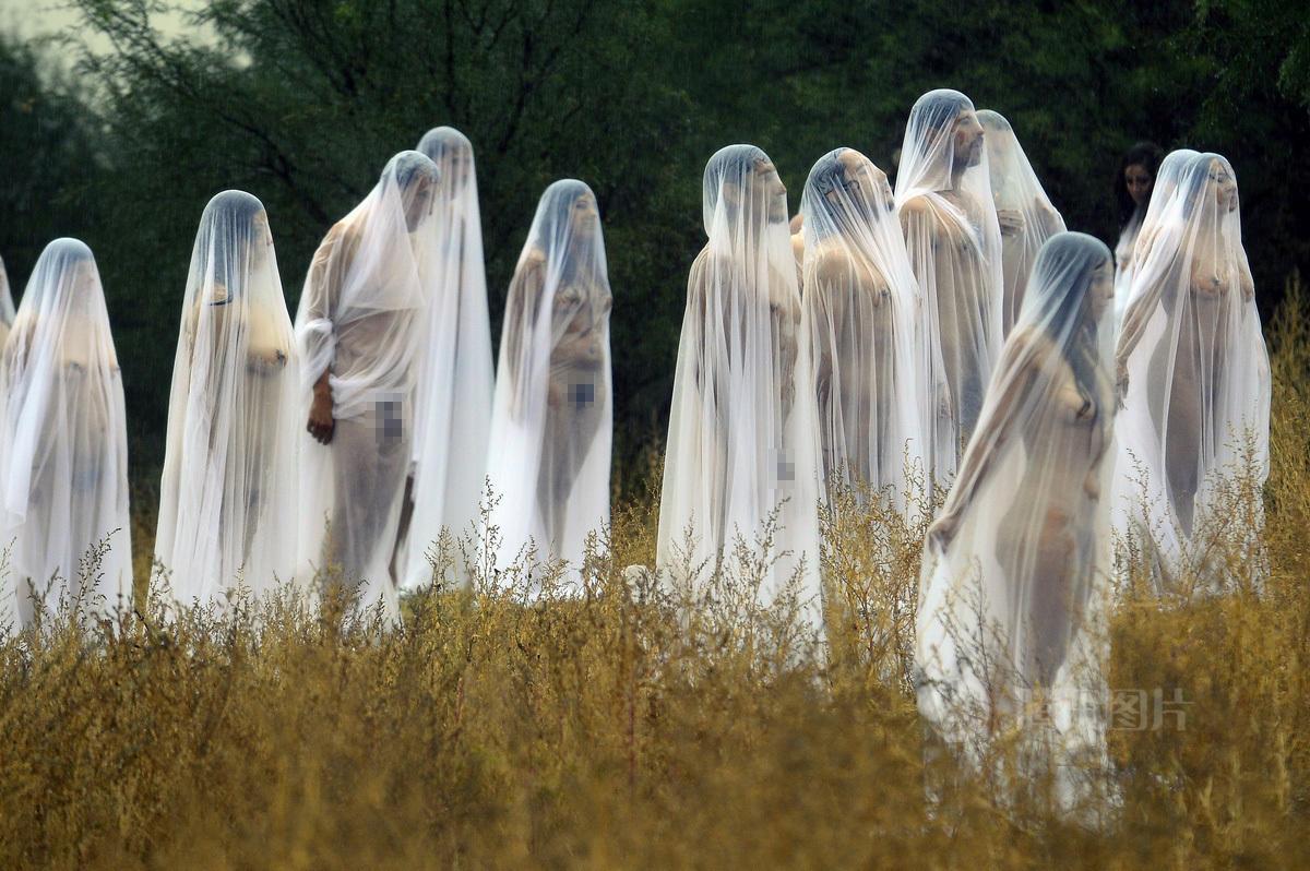 11月4日,墨西哥的瓜纳华托州,美国著名裸体艺术家 ...: http://news.6park.com/newspark/index.php?act=view&nid=63833