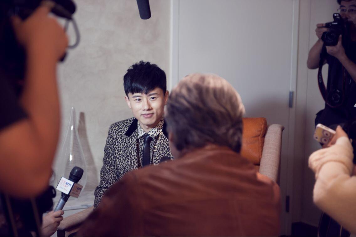 张杰获全美音乐奖国际艺人奖 首位获奖华语艺人