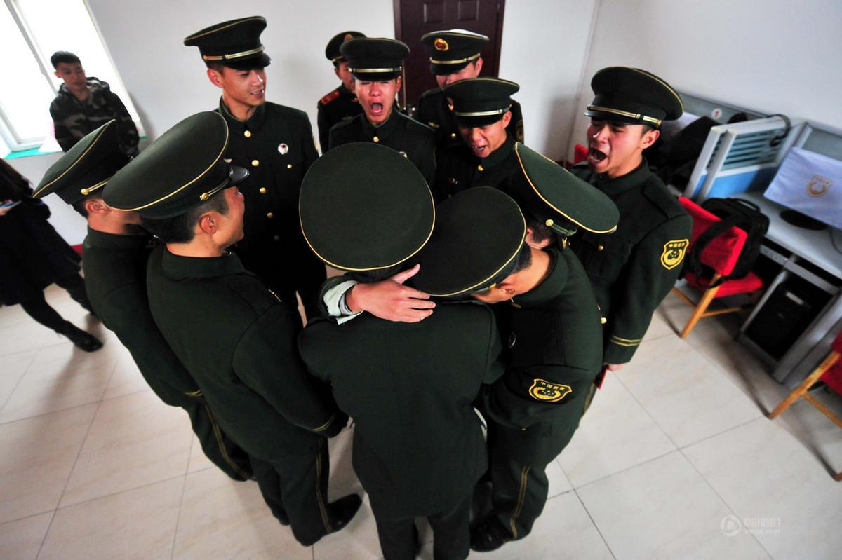 北京首都机场500多名老兵卸下戎装 泪别军营2014.11.25 - fpdlgswmx - fpdlgswmx的博客