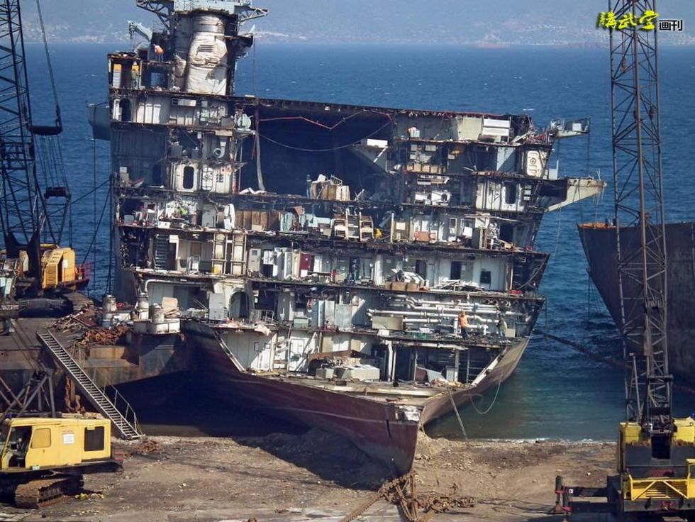 无敌号航空母舰被拆解