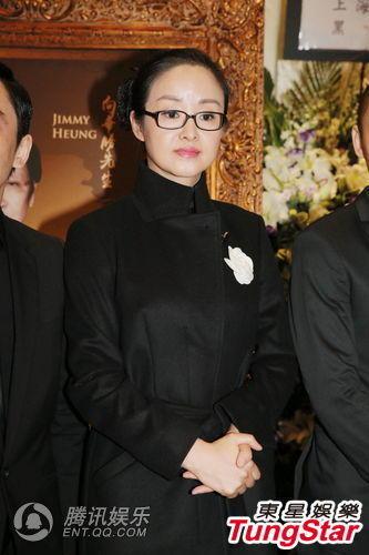 而太太端木樱子提到向华胜的生前遗愿,称重拍《赌神》,要先取得图片
