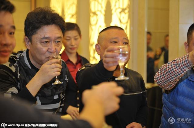 郭德纲与老友于谦把酒当歌 举杯畅饮大快朵颐2014.12.12 - fpdlgswmx - fpdlgswmx的博客