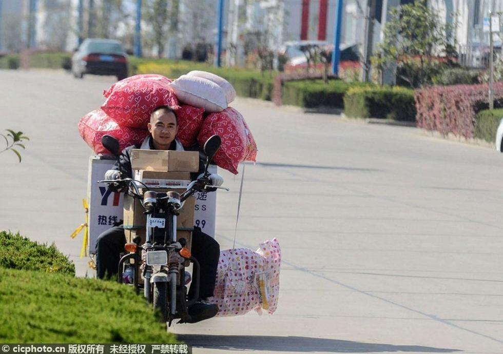 """中国人的一天:一个快递""""小哥儿""""的""""购物节"""""""