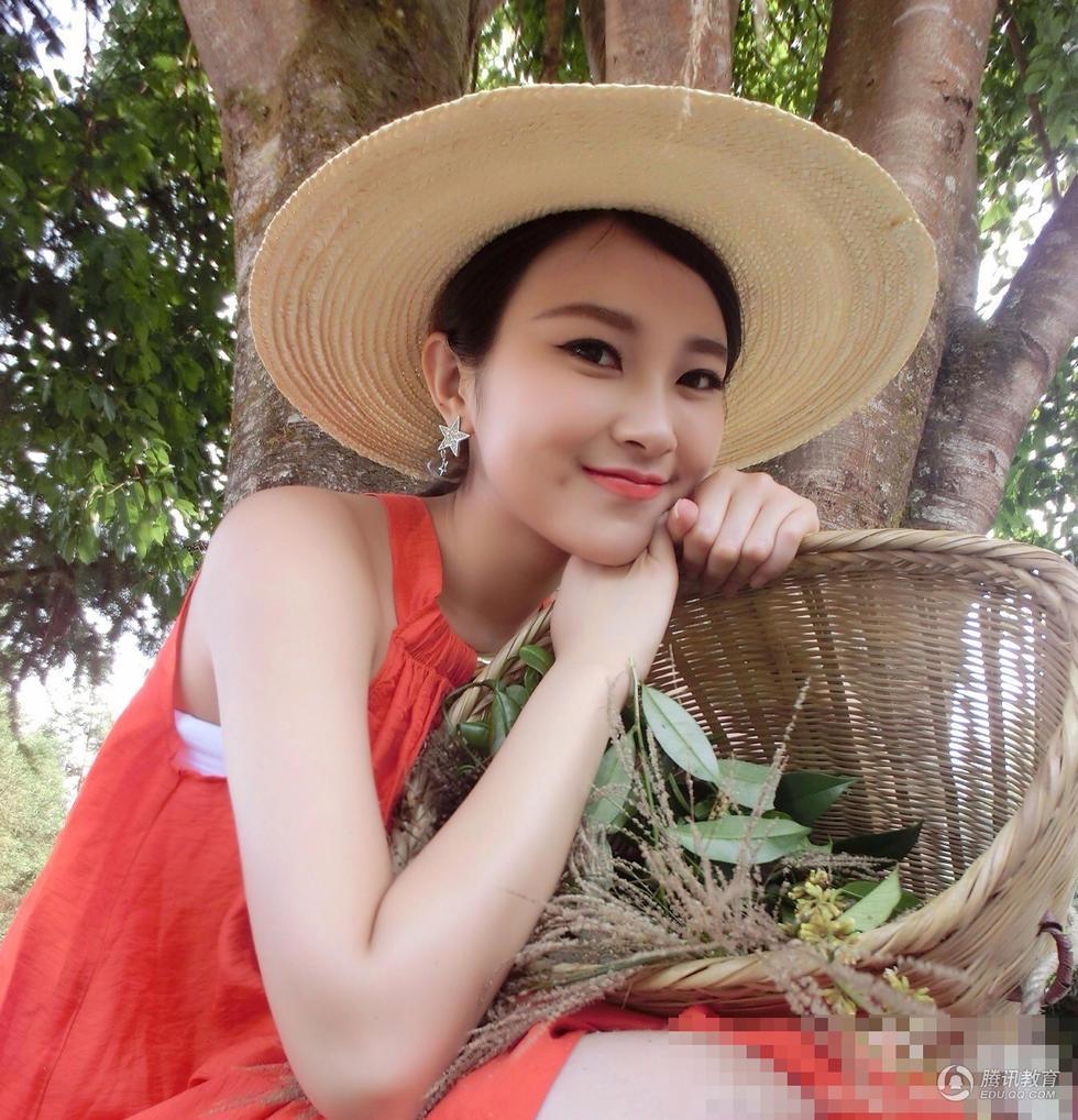 组图:重大校花李韵熙美女学霸