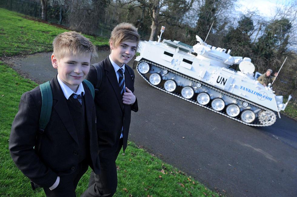 军事迷父亲开坦克接送儿子上学2014.12.18 - fpdlgswmx - fpdlgswmx的博客
