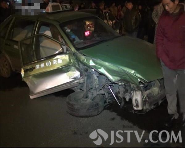 组图 奔驰男酒驾连撞四车 被抓后恐吓被撞车主图片