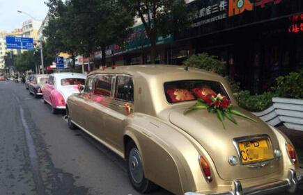 网传石狮现劳斯莱斯婚车队 载着3箱黄金和现金 - 何记茶轩-金霏霏 - 何记茶轩-金霏霏