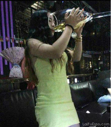 好酒量啊妹子