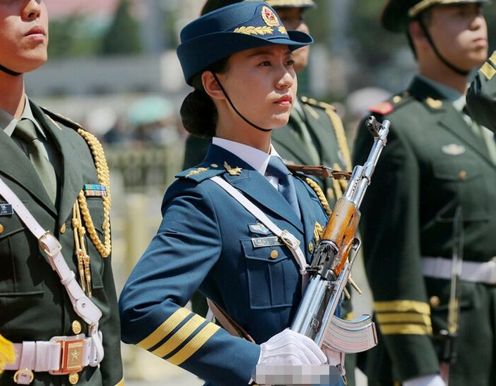三军仪仗队女兵分队队长:曾因突然长高错过阅兵2015.1.26 - fpdlgswmx - fpdlgswmx的博客