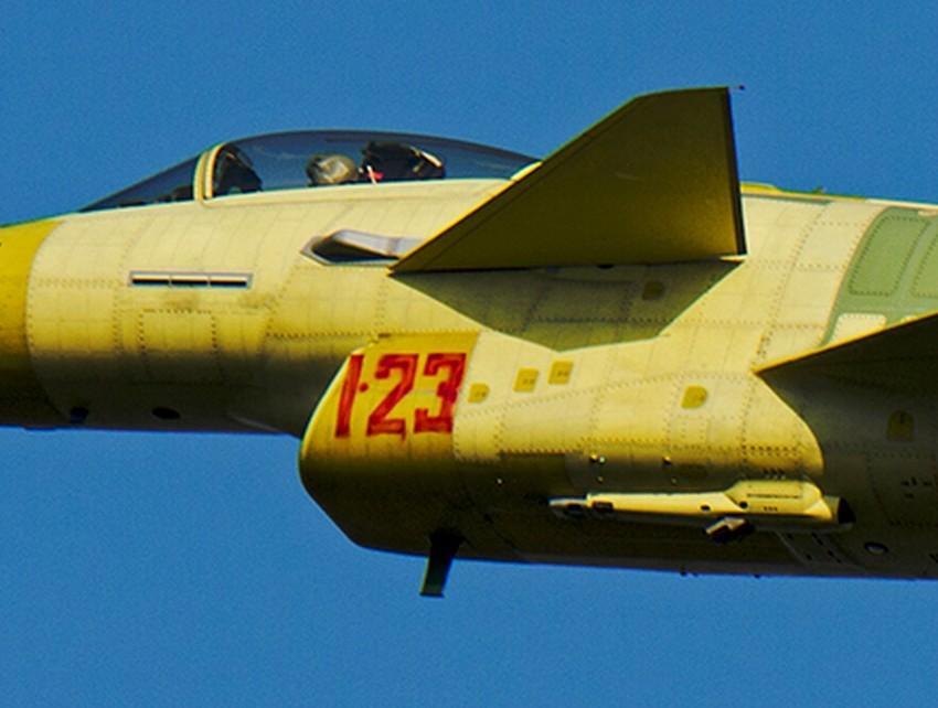 量产型歼10B战机装备空中加油管2015.1.26 - fpdlgswmx - fpdlgswmx的博客
