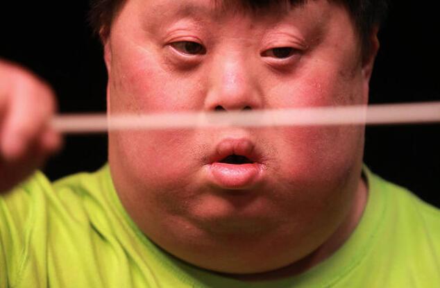 21三体综合征武汉天才指挥舟舟现状:1年指挥不足10场