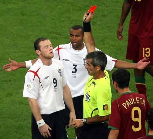 08 C罗坑苦鲁尼2006年世界杯葡萄牙对阵英格兰的四分之一决赛上,