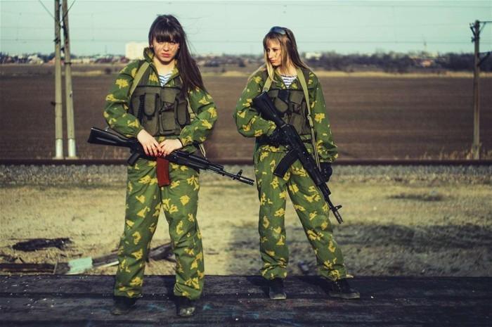 组图:俄罗斯萝莉军装cos很有范儿 - 海阔山遥 - .