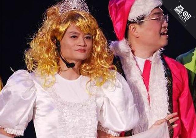 相信剧情就是这样了:白雪公主因为过于丑陋,在魔镜看来皇后?-为