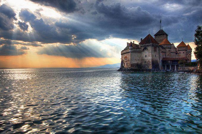 无论大小还是外观,西庸城堡都不值一提,它好就好在靠在美丽的日图片