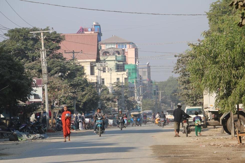曼德勒是缅甸第二大城市,人口超过一百万.与很多东南亚国家一样